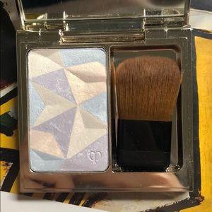 Cle de peau luminizing face enhancer